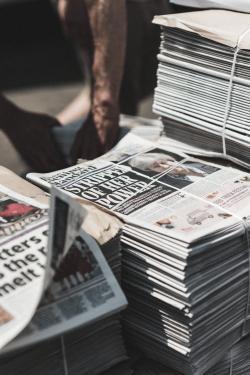 to publish jelentese magyarul