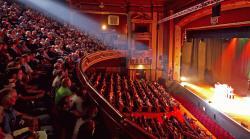 theatre jelentese magyarul