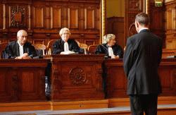 bíróság angolul