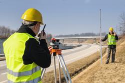 földmérő angolul